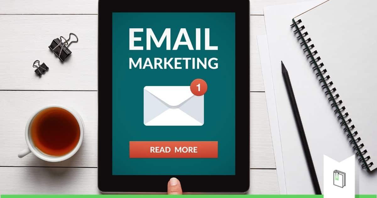 email ontvangen inbox tablet op tafel