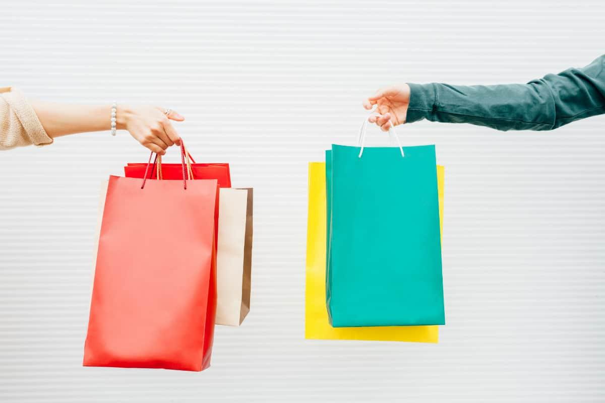 winkel tassen twee klanten